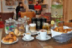 boissons à volonté café thé bonbons gâteaux illimités