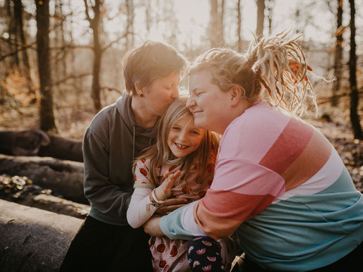 Mit zwei Mamas hat man noch mehr Spass - Familienshooting im Odenwald