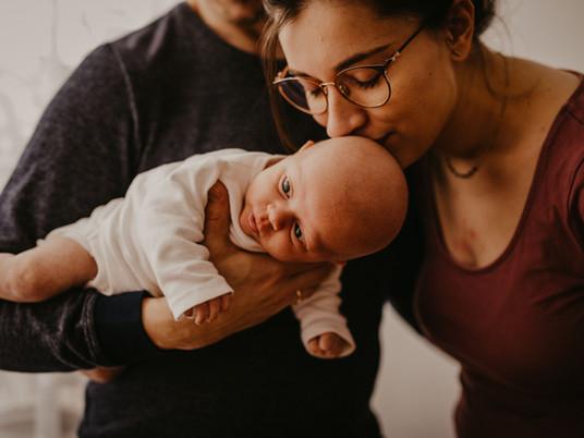 Babyshooting in Ludwigshafen - Homestory mit Mama, Papa, Fina und Hund Oskar.