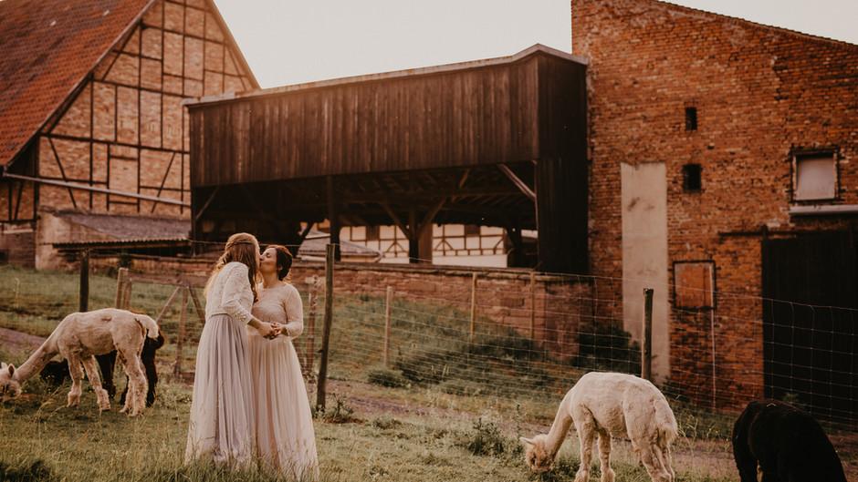 Marie und Marina: Traumhochzeit zu zweit (okay, mit Alpakas) in Pforzheim