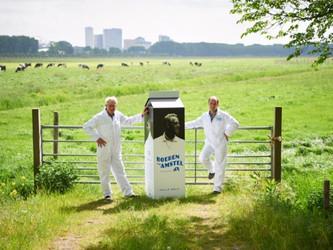 Eerste melk Boeren van Amstel naar de winkel
