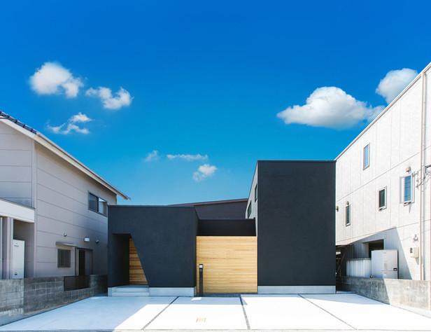 暮らしを考え抜いたコの字型の家