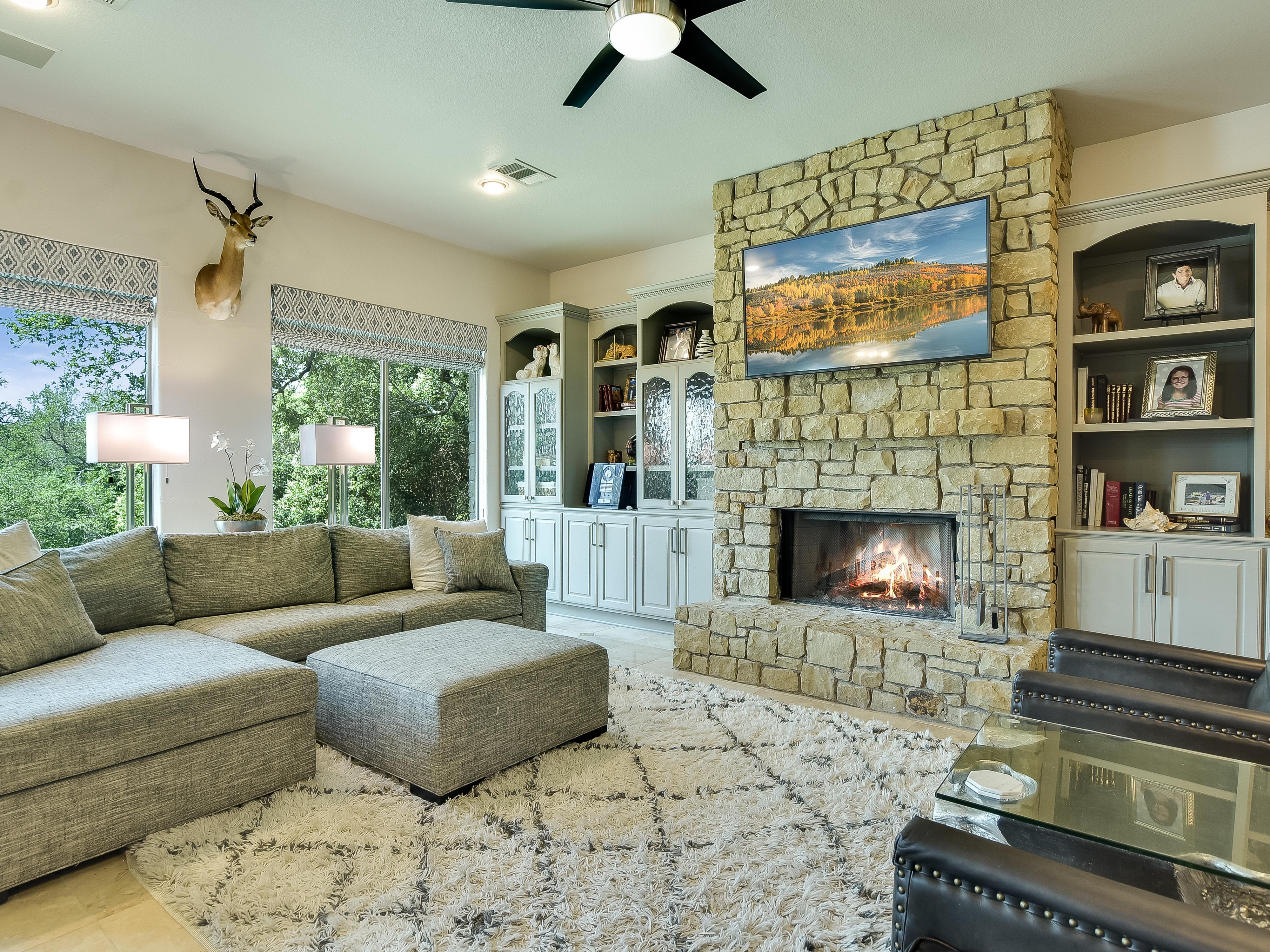Hudson Bend Retreat - Living Room