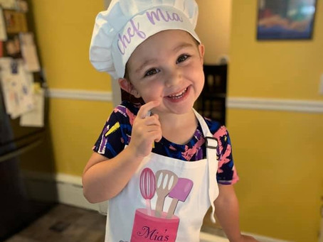 Mia (4) delivers love and smiles to the frontline & essential workers through her baked cookies