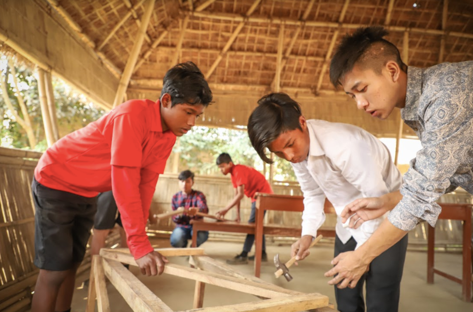 Image: Kids learning Geometry through carpentry