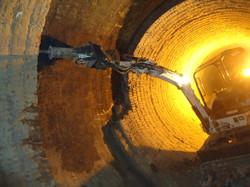 Escavadeira Bobcat com Rompedor