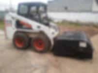 Locação de Bobcat com Vassoura Recolhedora Industrial