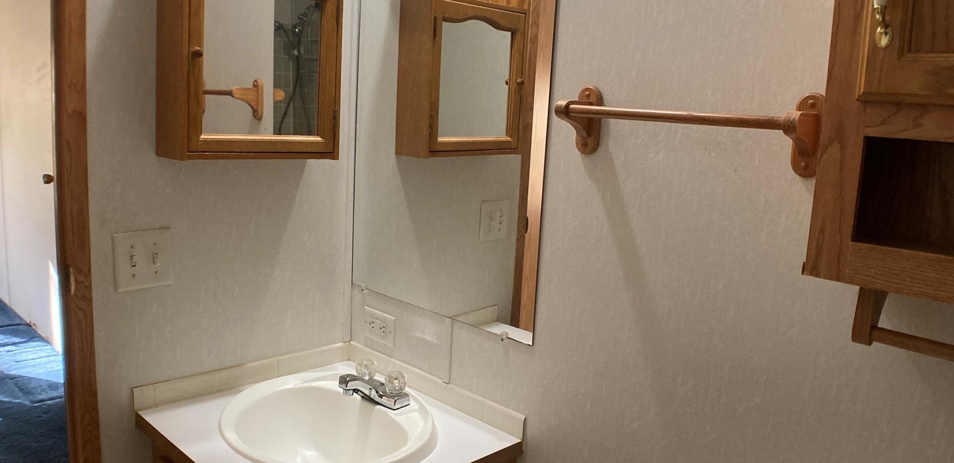 w18-310-Bathroom2.jpg