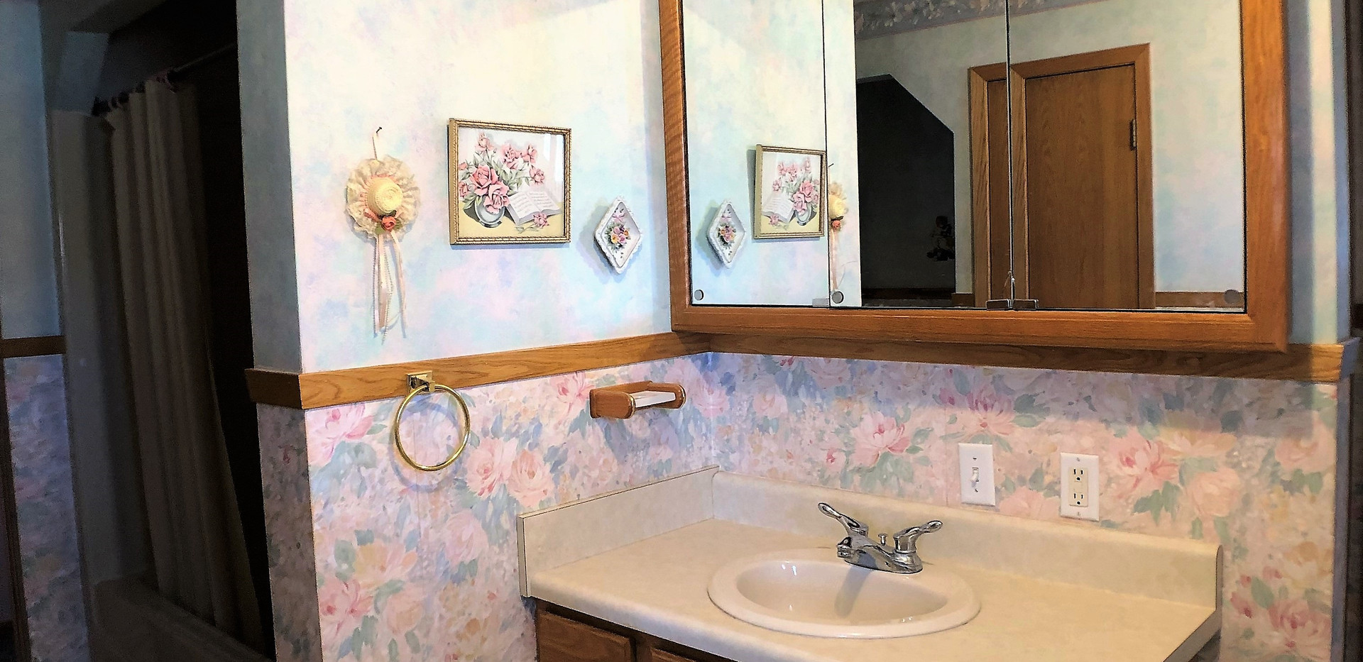 w14 - 407 Bathroom1.jpg