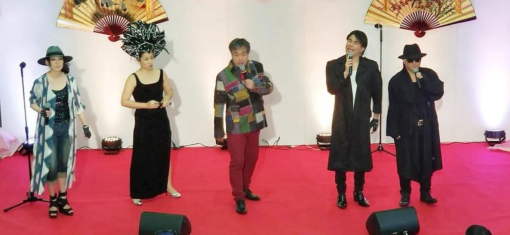 左から「翔子」「都ひばり」「私」「民秋貴也」「よっぴ」