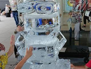2018年AW-I「ファミリーフェスティバル」でミニヨンズの氷彫刻