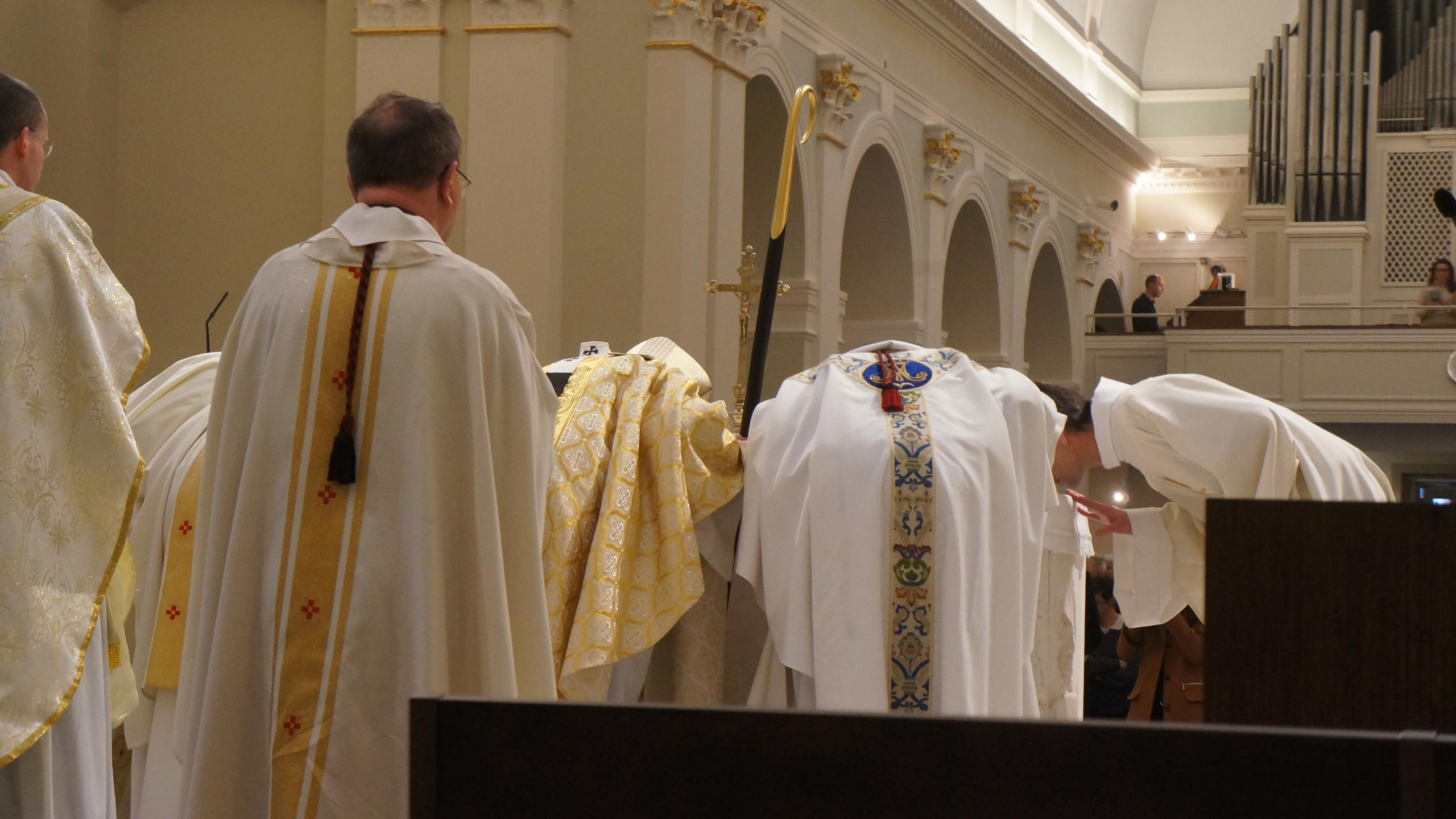DSC00087 embraser l'autel