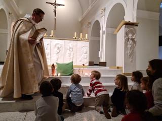 Intronisation de la bible à la petite école du Bon Pasteur.