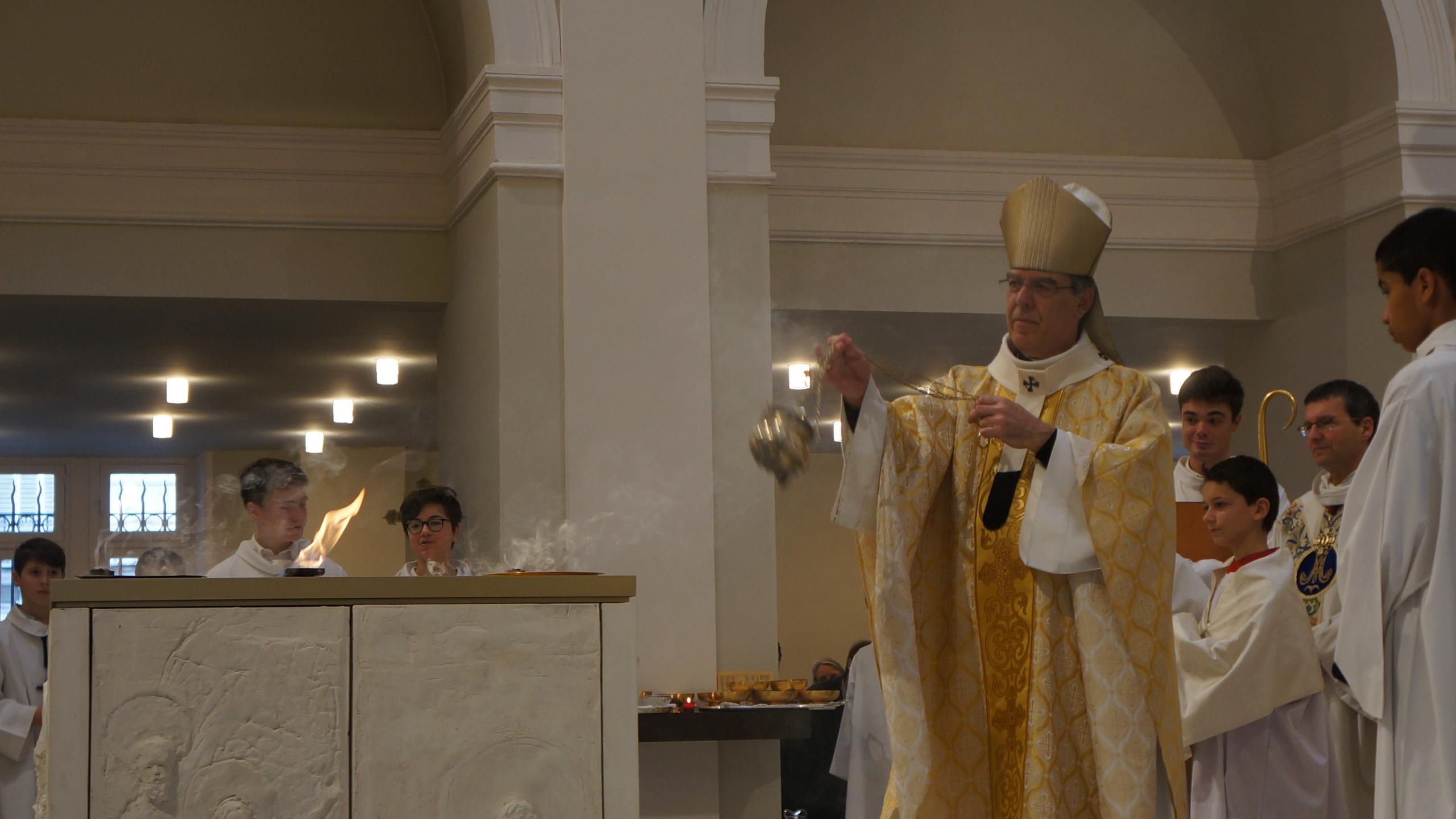 DSC00062 Encensement de l'autel