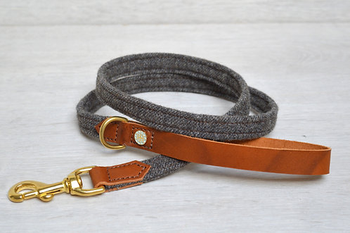 Leather & Tweed Lead (brass)