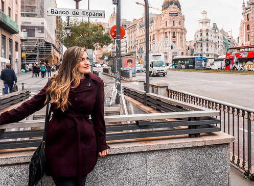 How to Get Amazing Photos of Yourself While Traveling Solo | AirBnB Experiences Madrid, Spain