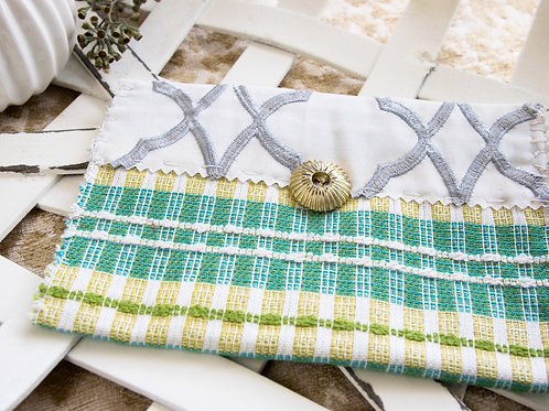 White,green  and  gold  plaid  medium  sized  card  holder