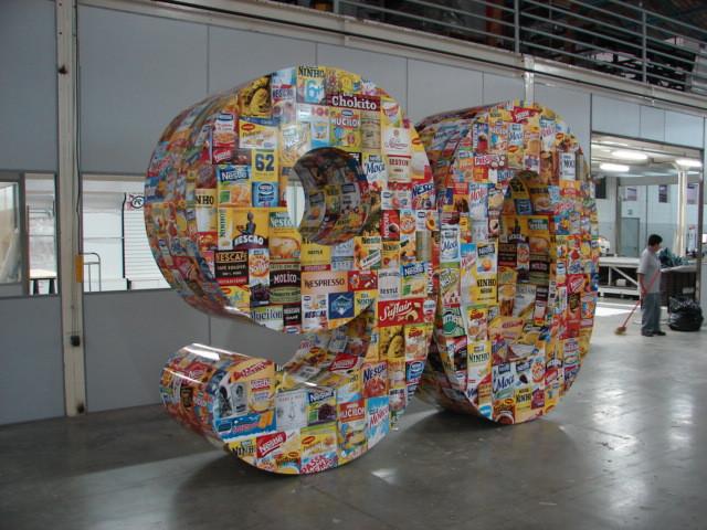 Display+90+anos+Nestlé.JPG