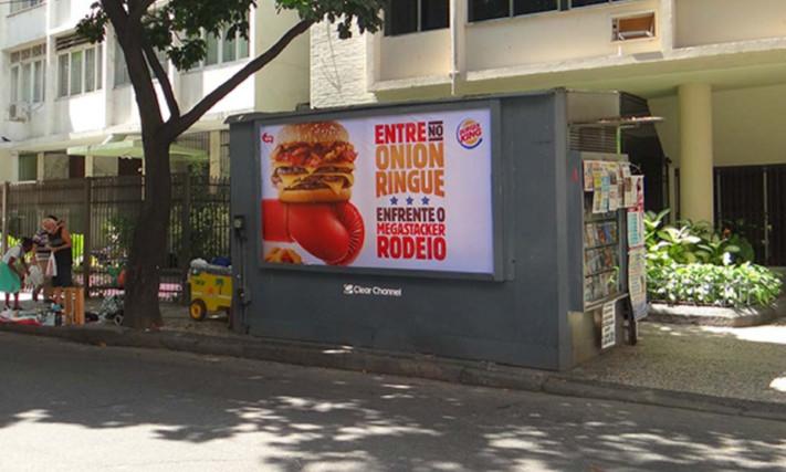 MobiliarioUrbanoBanca_BurgerKing.jpg