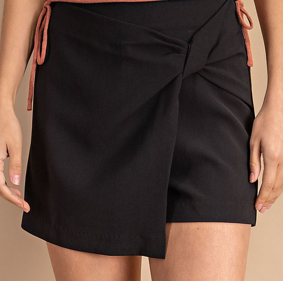 Skort Front Twist Shorts (Black)