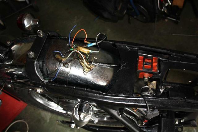 under_seat_wiring_1200px.preview.jpg