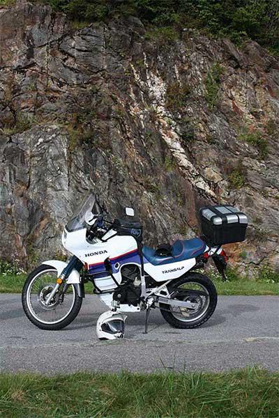 transalp-cliff-background-brp-1200.jpg
