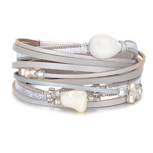 Bracelet gris, goutte et coquillage