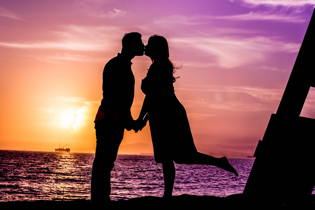 Kissing Sunset.png