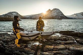 Exploring+and+diving-Takacat-portable+bo