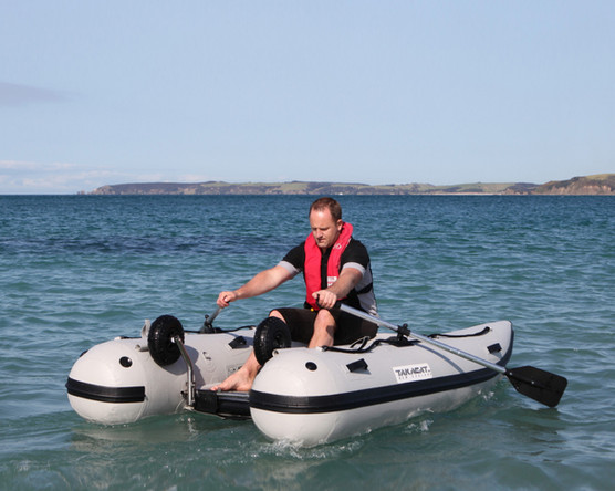 Easy rowing inflatable boat