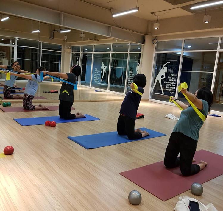 Birdofyoga_Yoga_Teacher_Team_Kru_Bua_03.