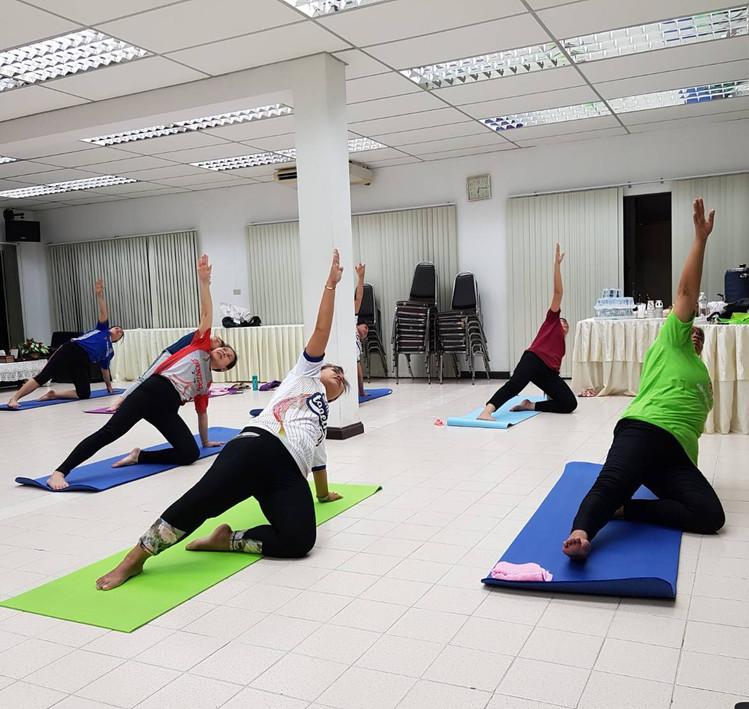 Birdofyoga_Yoga_Teacher_Team_Kru_Bua_04.