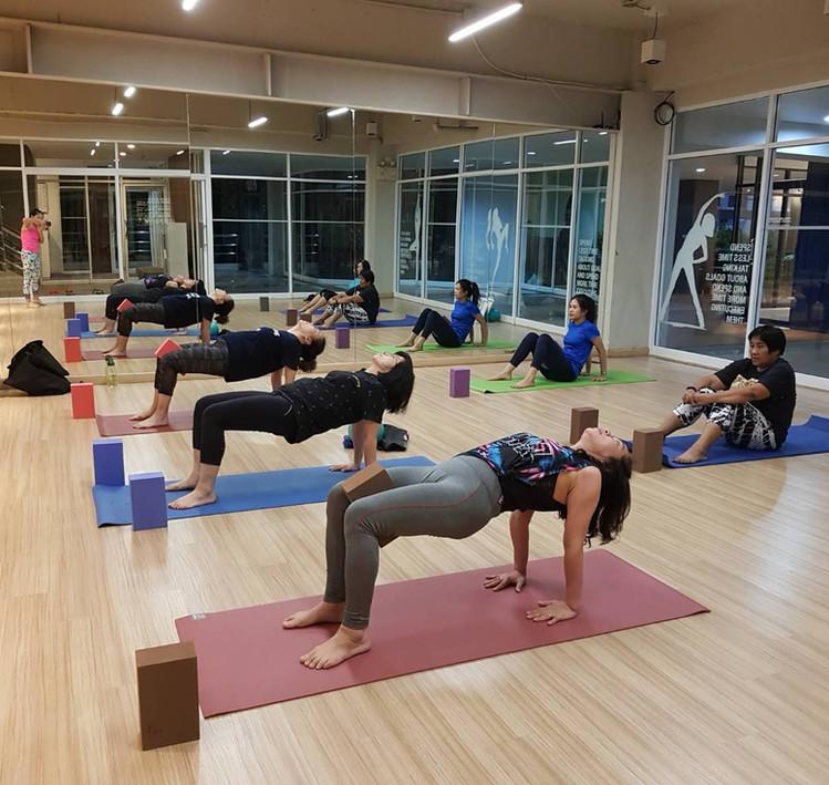 Birdofyoga_Yoga_Teacher_Team_Kru_Bua_05.
