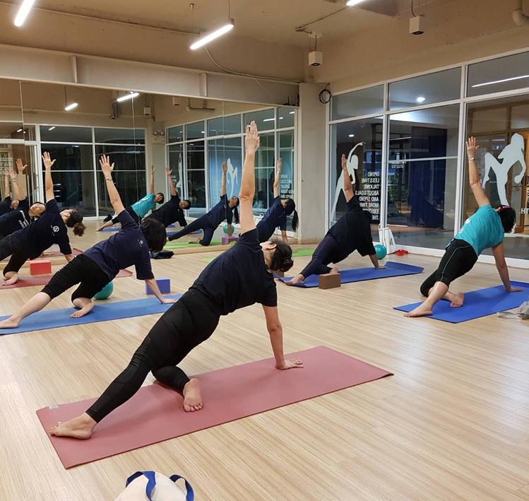 Birdofyoga_Yoga_Teacher_Team_Kru_Bua_02.