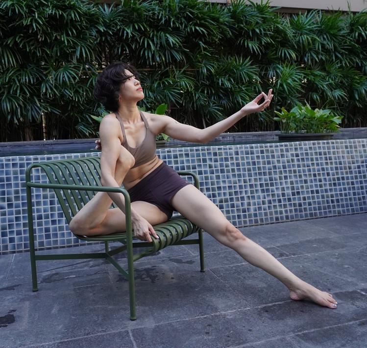 Bird_of_yoga_teacher_team_Kru_Praew_03.j