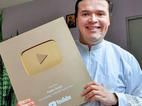 P. Sergio, sacerdote que obtuvo el botón de oro en YouTube al superar un millón de suscriptores