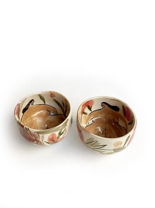 """La paire de tasses """"Dodus""""  avec Baigneuses fleuries"""