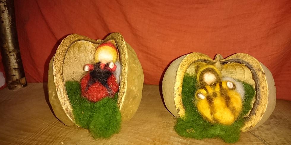 Trockenfilzen: Marienkäfer oder Bienchen in einer Buddhanuss
