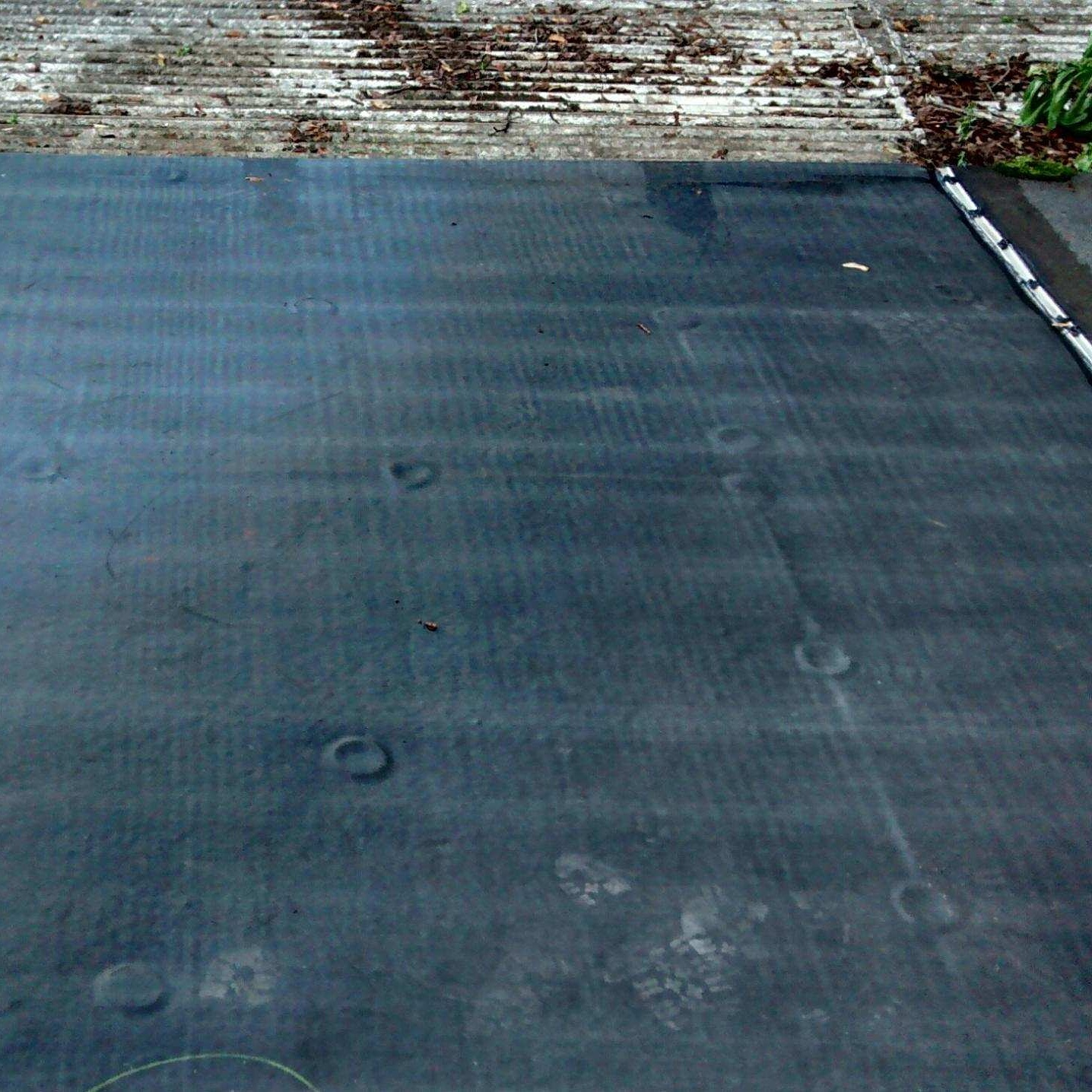 flat rubber roofing installation