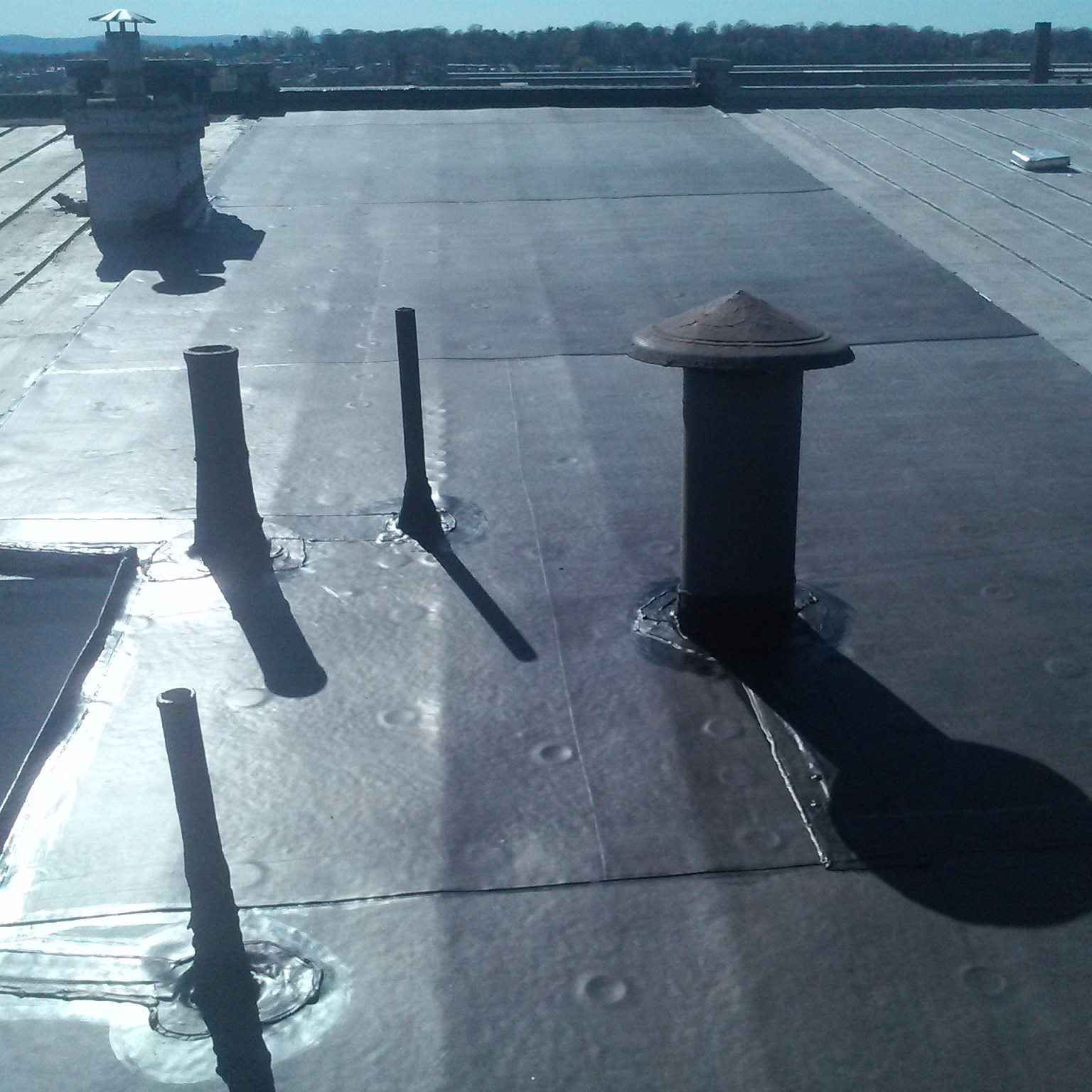 rubber roofing installation
