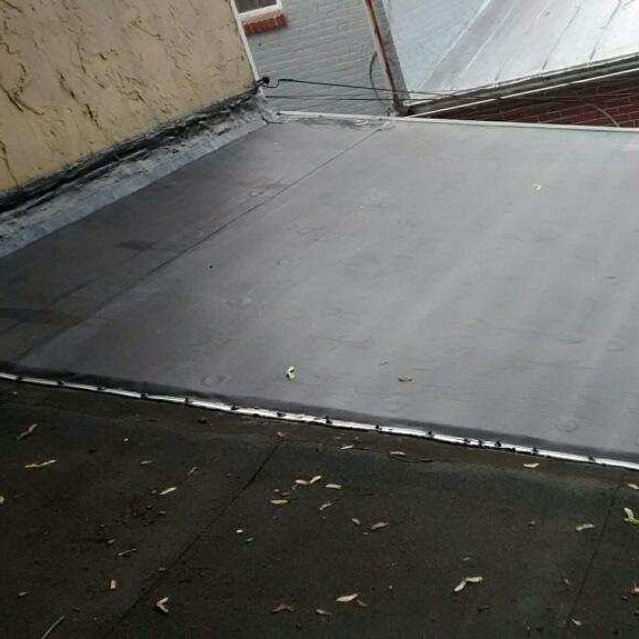 replacement of flat rubber roofs