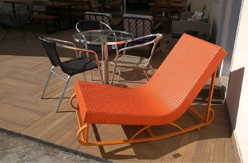 06-Chaise em fibra sintética - 10x R$136,20