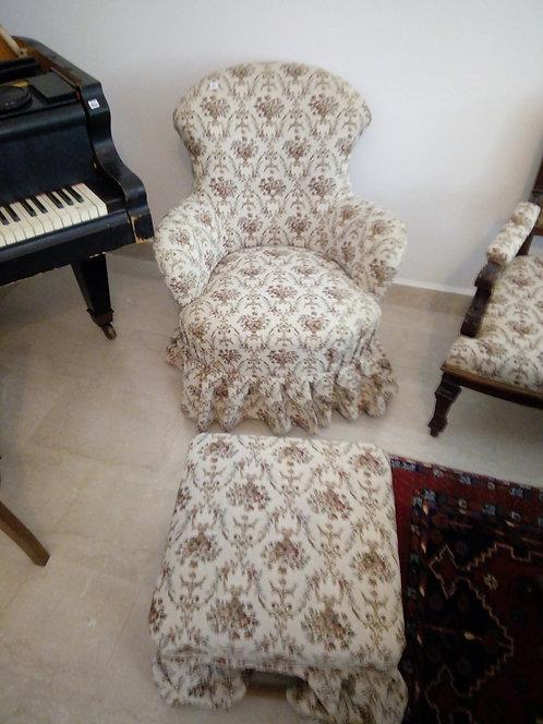 A48 - Sessel mit Hocker
