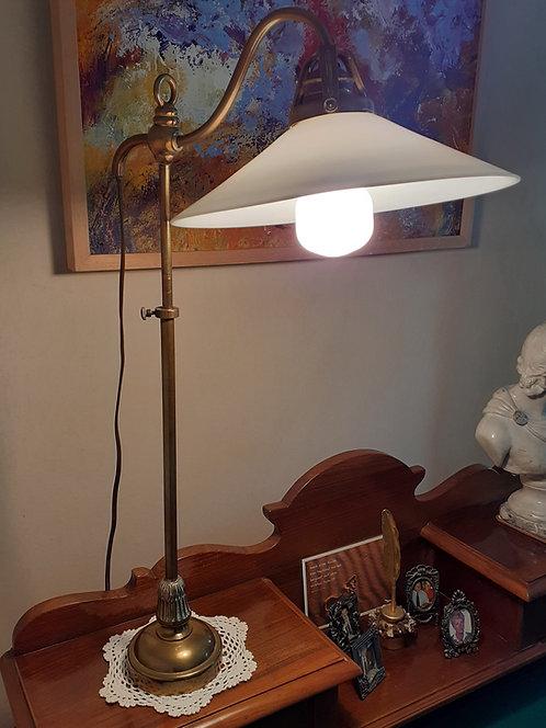 HO58 Schreibtischlampe mit weißem Schirm