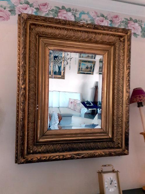HO50 Wandspiegel mit goldfärbigem Rahmen