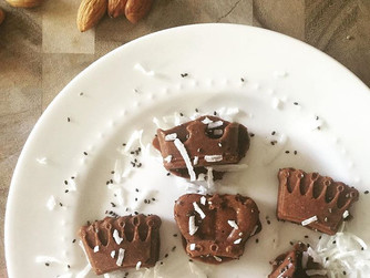 Energizing Fat Bombs with Maca, Cinnamon & Cacao