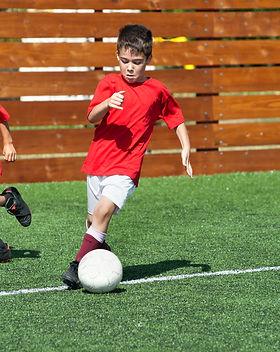 bambini che giocano a calcio.jpg