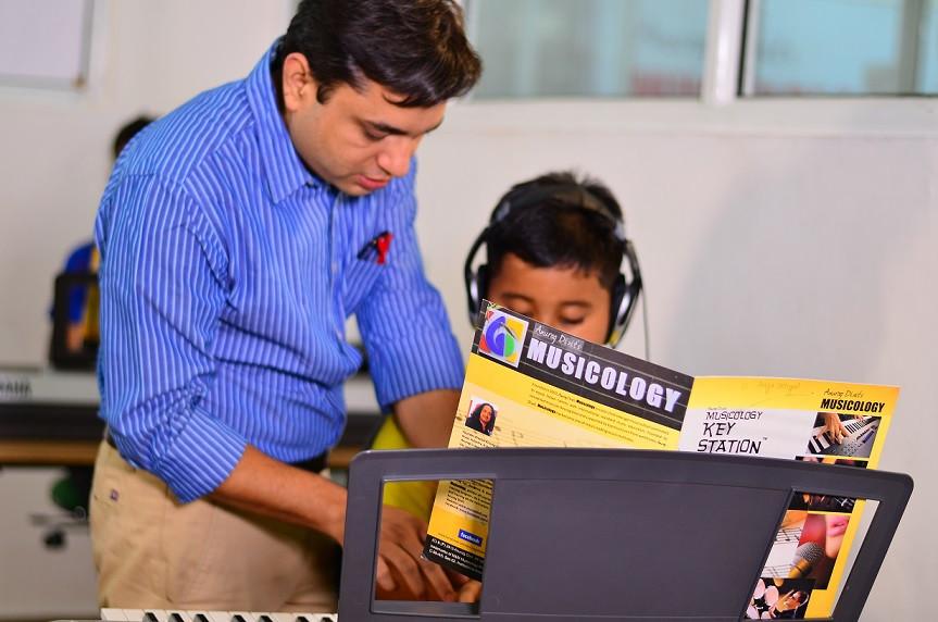 Anurag Dixit's Musicology Noida