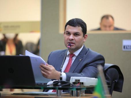 Deputado pede urgência na reativação do Porto de Parintins