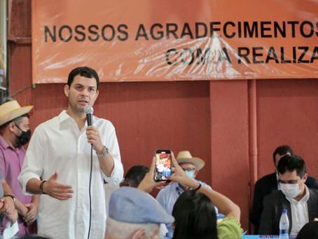 Saullo Vianna firma compromisso com pescadores em visita à sede da Fetape